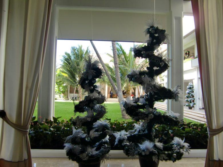 ハレクラニ中庭のクリスマスツリー