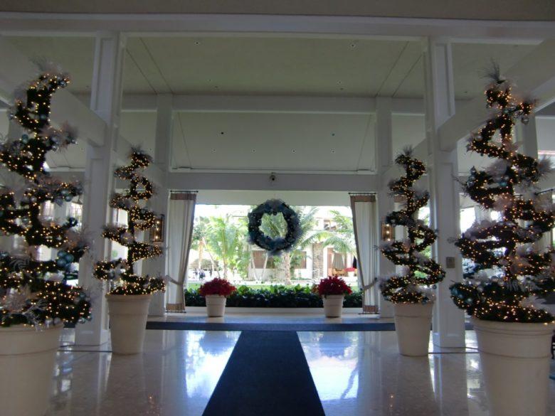 ハワイのオーナメントとクリスマスツリー